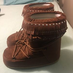 Moon boots size 10